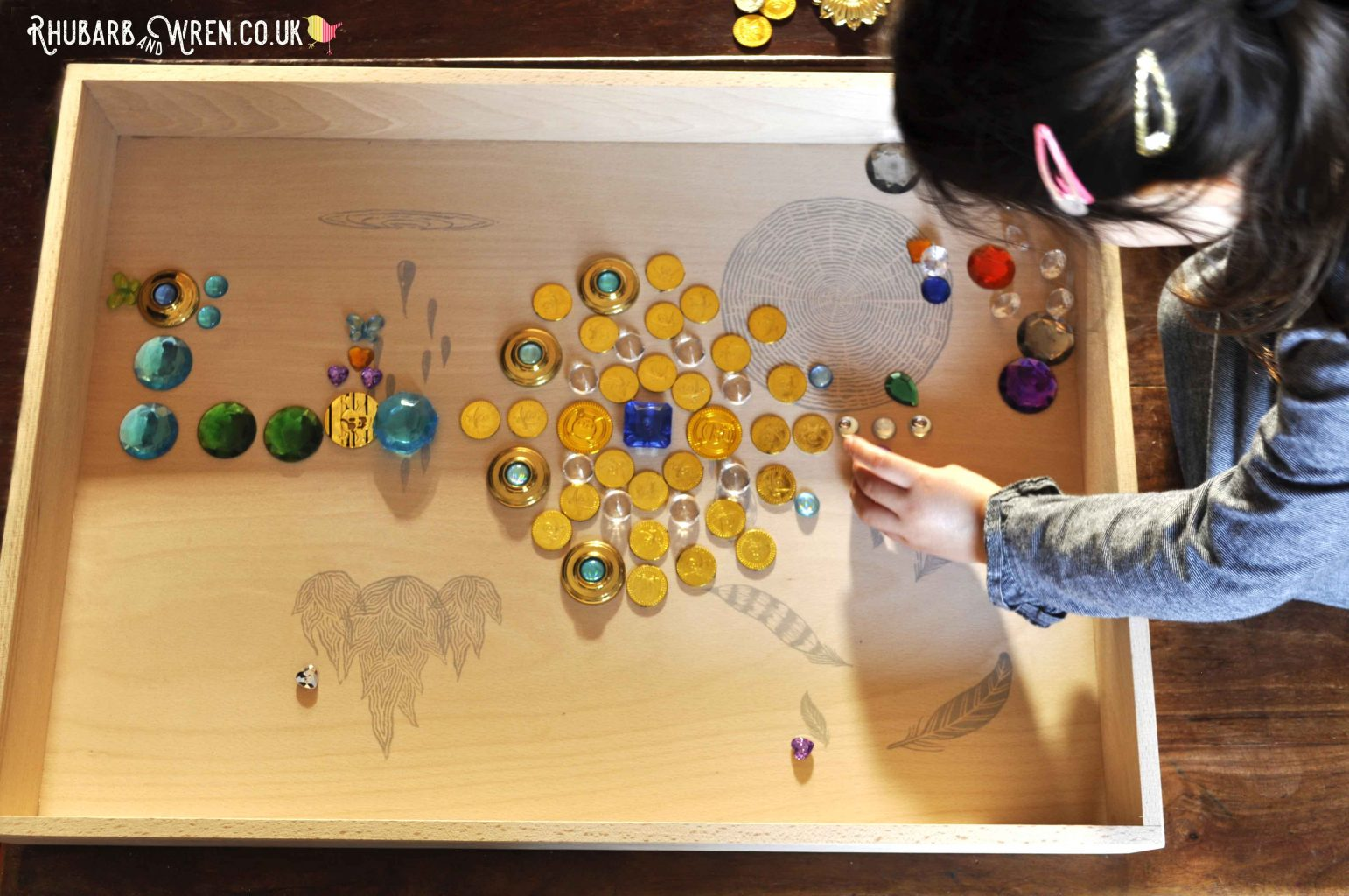 Making patterns with treasure in a grapat free play box