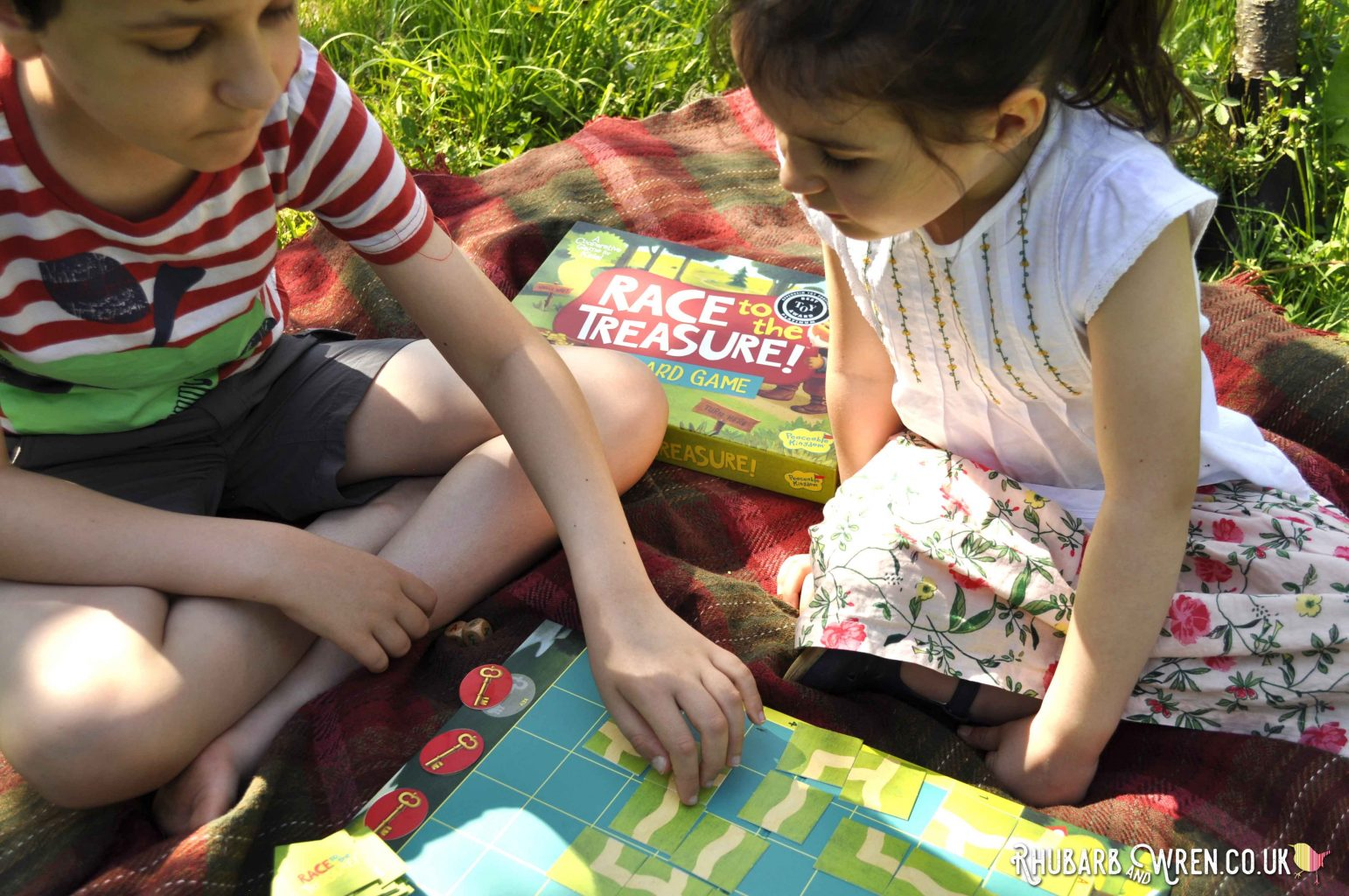 children playing Peaceable Kingdom board game