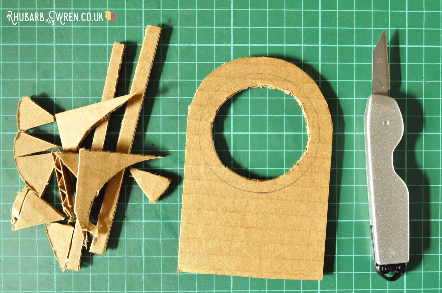 Making a real magnifying glass from cardboard