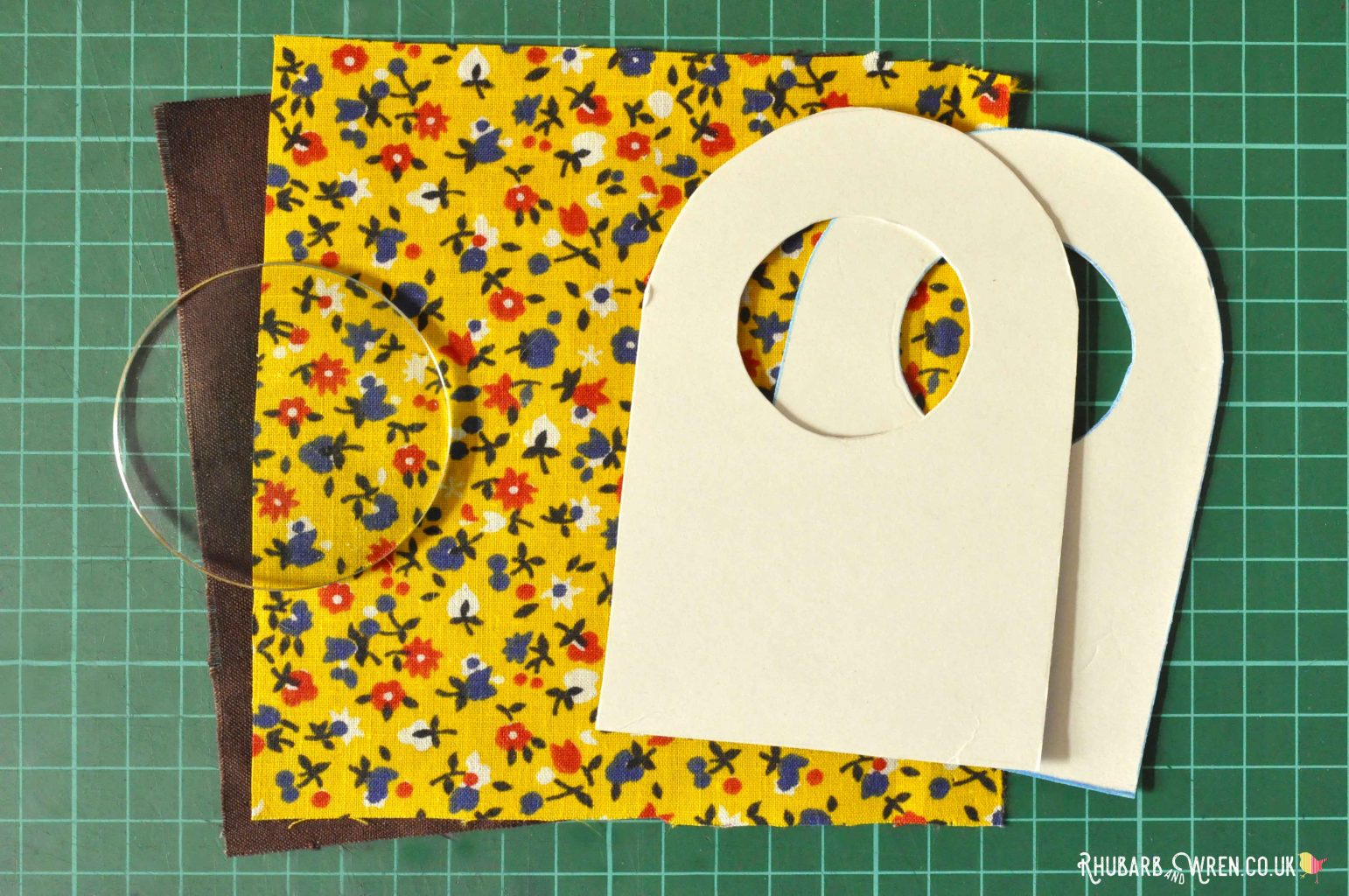 Fabric, lens and template for a diy magnifying glass