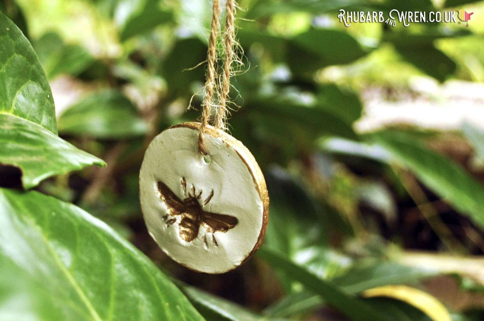 DIY air dry clay pendant bee hidden for a kids treasure hunt