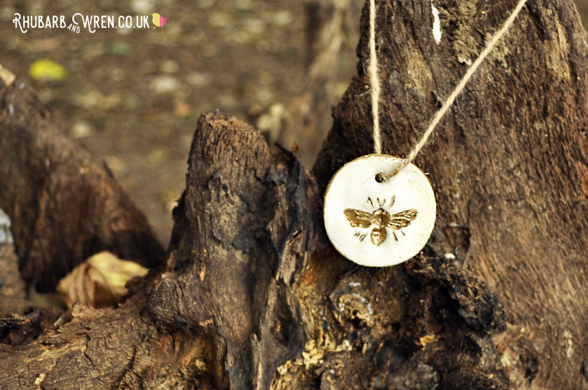 DIY air dry clay pendant bee hanging on tree stump
