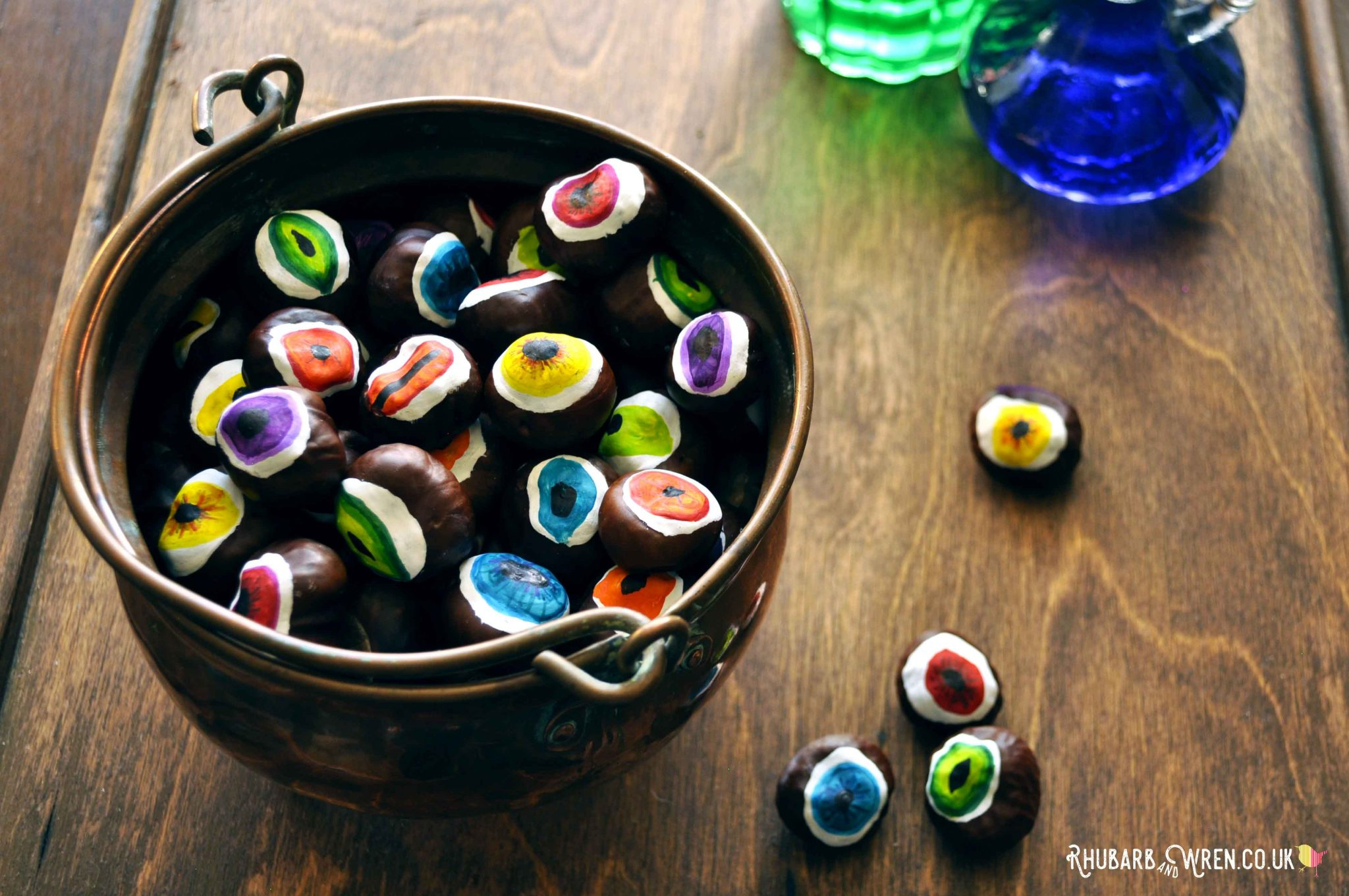 Make a cauldron full of DIY conker eyeballs for a fun kids Halloween craft.