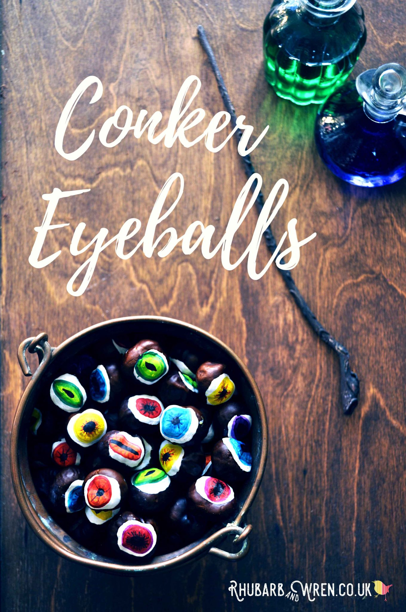 Autumn craft for kids making DIY conker eyeballs - a plastic-free Halloween activity!