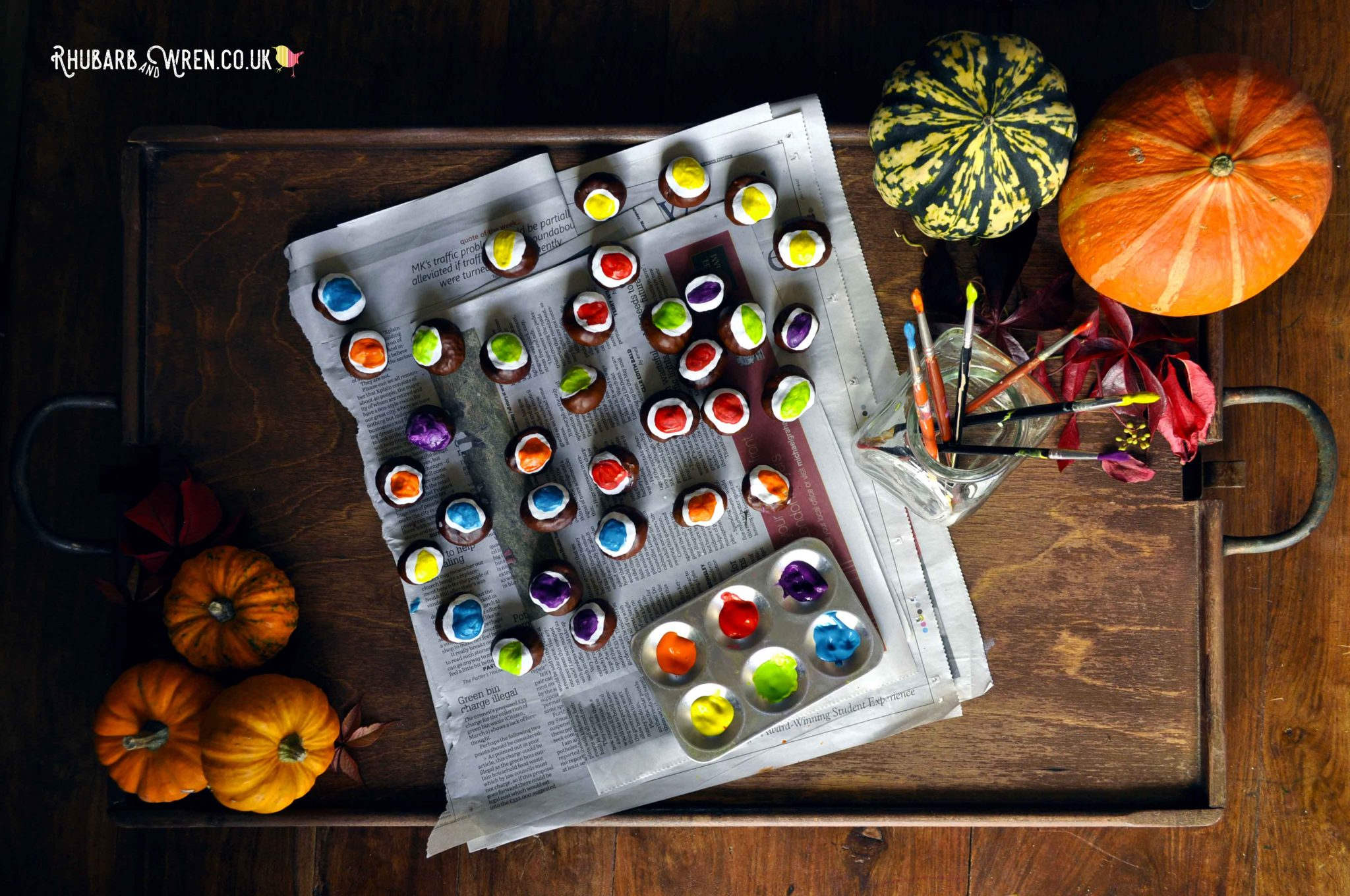 Simple DIY conker eyeballs -  a great autumn and Halloween craft for kids.