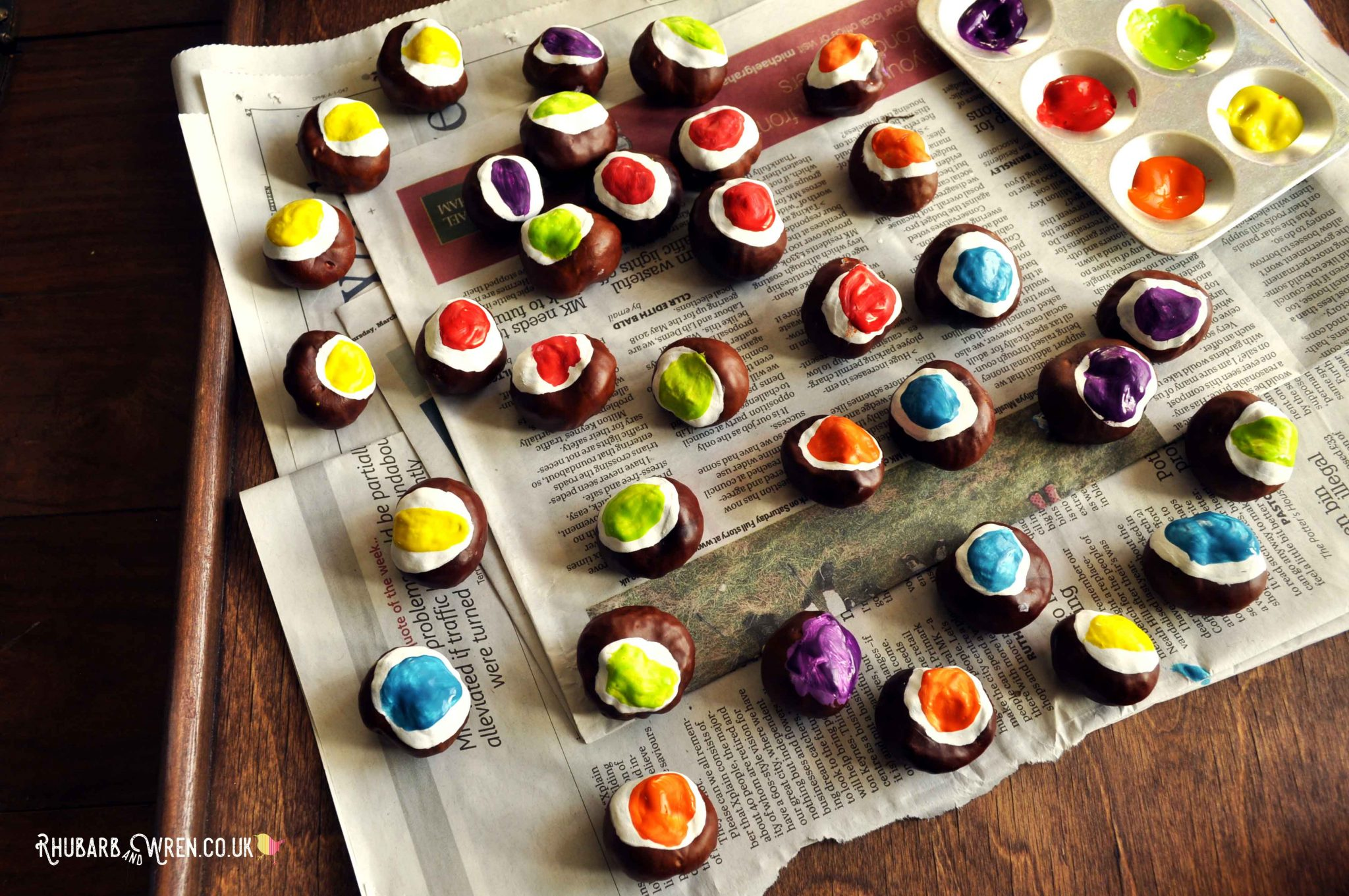 Autumn kids craft making DIY conker eyeballs for Halloween decorations.