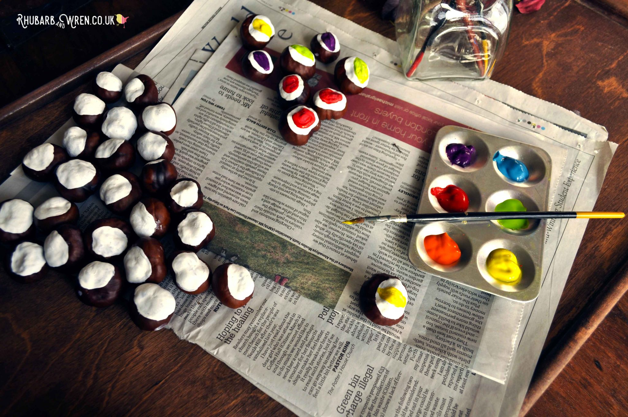 Painting conkers to make DIY conker eyeballs. A spooky Halloween nature craft!